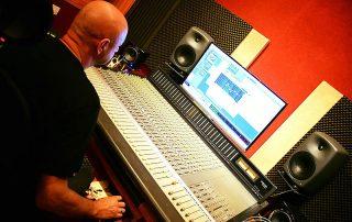 שאלות נפוצות על הפקה מוזיקלית : אולפן הקלטות : אולפני הקלטות - אולפני סטורם