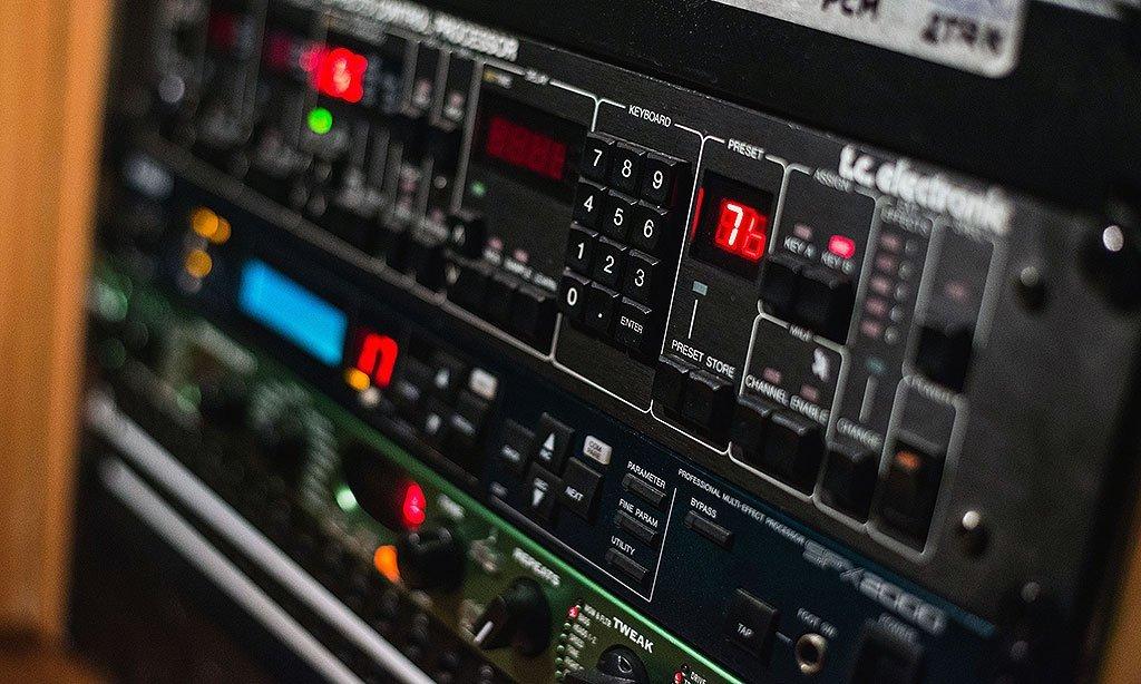 קונטרול 5 : אולפן הקלטות : אולפני הקלטות - אולפני סטורם