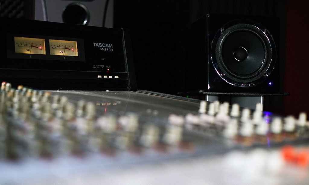 קונטרול 7 : אולפן הקלטות : אולפני הקלטות - אולפני סטורם