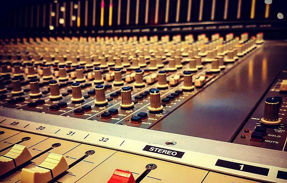 מיקס : אולפן הקלטות : אולפני הקלטות - אולפני סטורם
