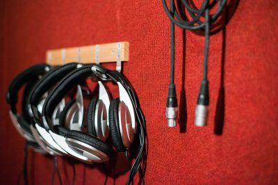 אוזניות : אולפן הקלטות : אולפני הקלטות - אולפני סטורם