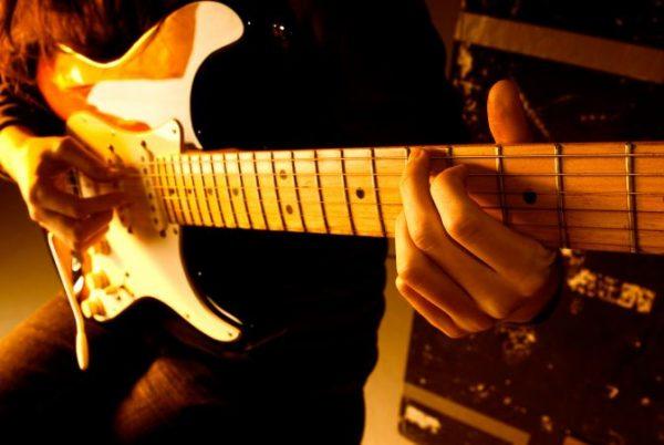 לנגן בגיטרה חשמלית : אולפן הקלטות : אולפני הקלטות - אולפני סטורם